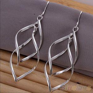 Jewelry - Silver tone drop earrings